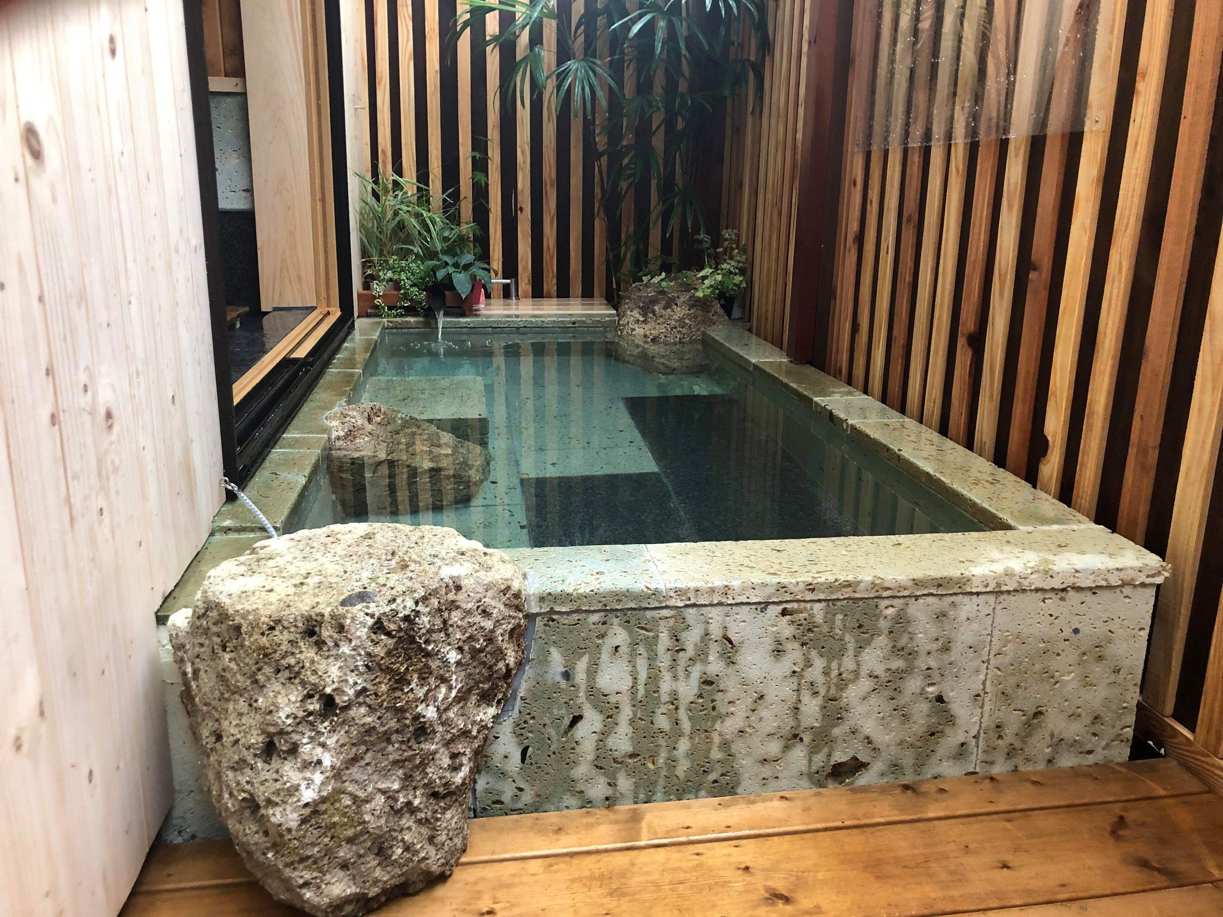 深岩石露天風呂